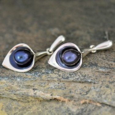 Black Pearl and Sterling silver earrings